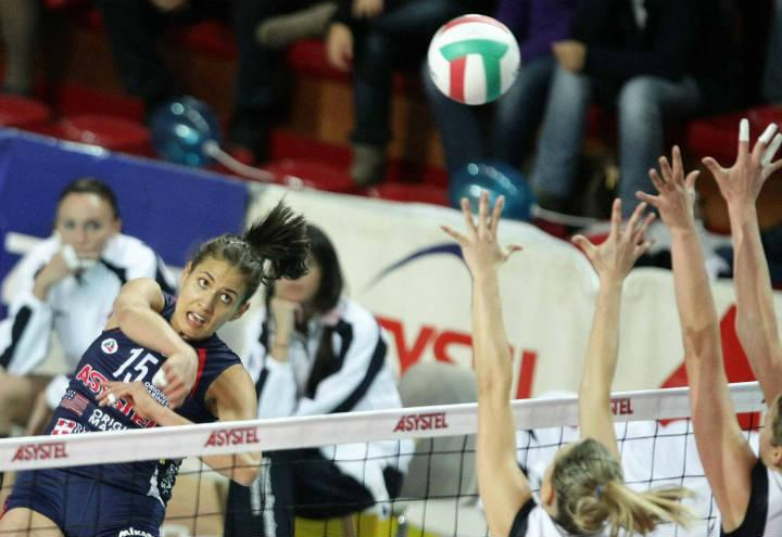 volley_femminile_generico_pallone_rete_lapresse