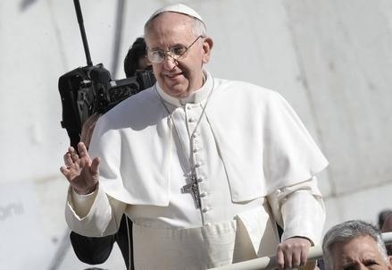 Bergoglio_Papa_MacchinaR439