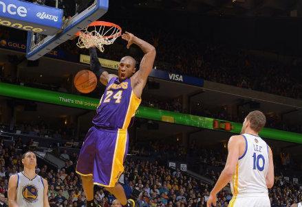 Bryant_Lakers_schiacciata