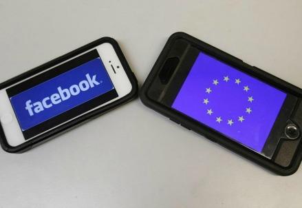 Facebook_smartphone_iphone_social
