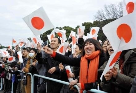 Giappone_folla_bandierineR439