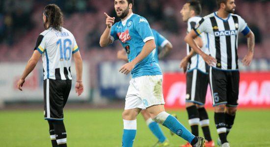 Higuain_dito_Udinese