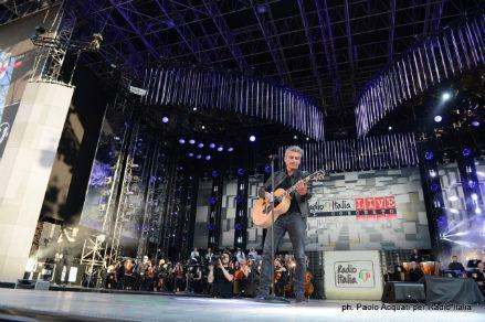 LIGABUE_radio_italia_live15-w439-h302