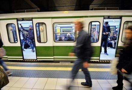Metropolitana_Milano_VagoneR439