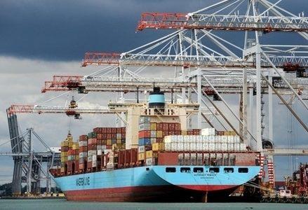 Nave_Container_Porto_R439
