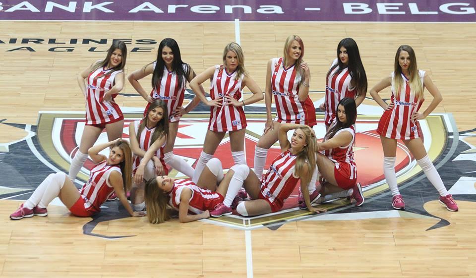 Olympiacos_cheerleader