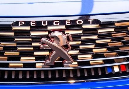 Peugeot_Calandra_R439