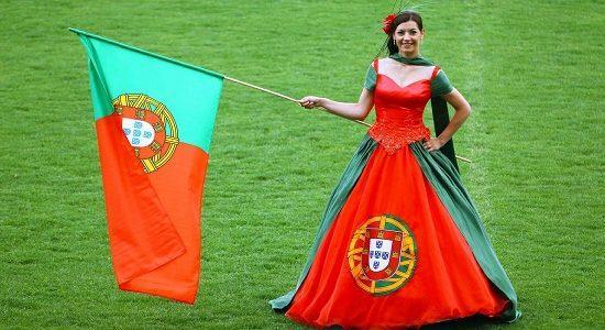 Portogallo_donna_bandiera
