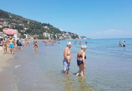 Spiaggia_mare_folla_estate_vacanze