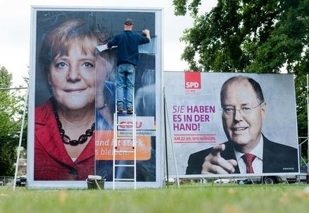 Steinbrueck_Merkel_ManifestiR439