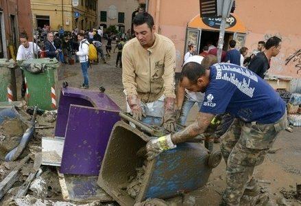 alluvione_genova_volontariR439