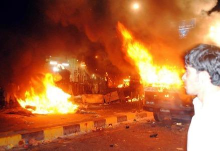 attentato-suicida-kamikaze-pakistan-autobomba-cristiani-perseguitati-lahore-blasfemia