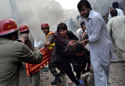 attentato_kamikaze_pakistanR439