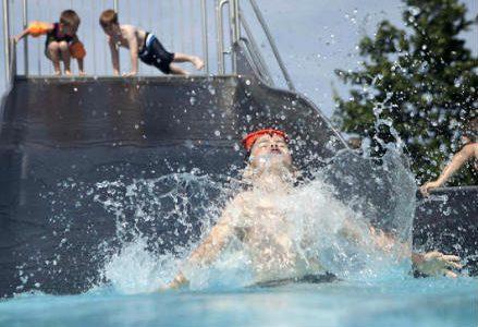 bambini_piscina_r439
