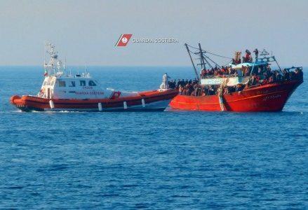 barcone_guardia_costiera