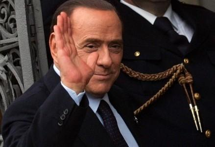 berlusconi_saluto_manoR400