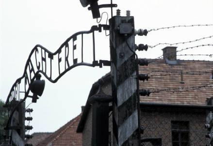 cancello_campo_concentramento_r439