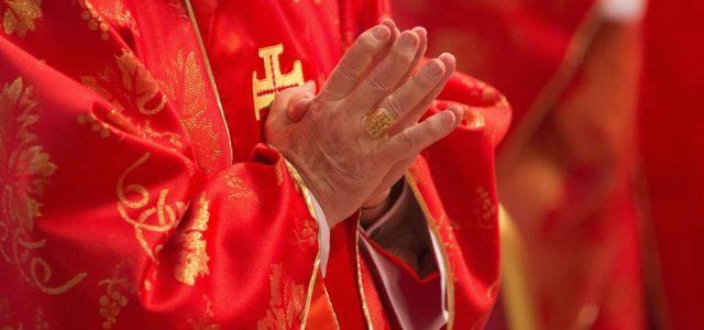 cardinale_mani_preghiera