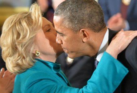 clinton_obama_bacioR439