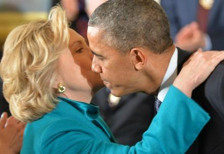 clinton_obama_bacioR439