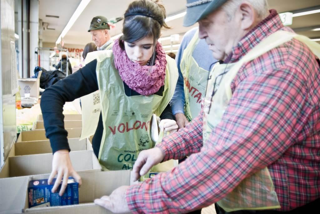 colletta_alimentare_volontari_scatoloni2