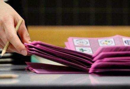elezioni_voto_schede2R439