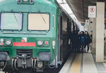 ferrovia_treno_pendolariR439