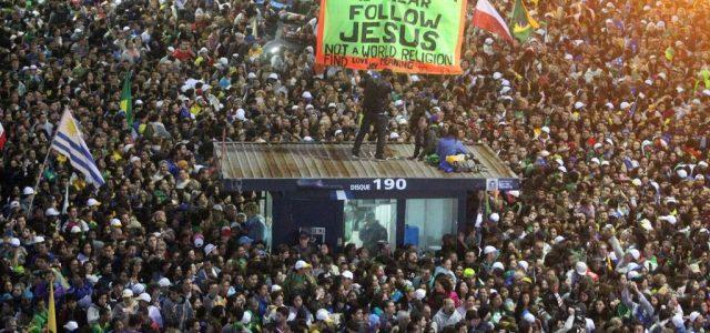 folla_copacabana_papa_francesco