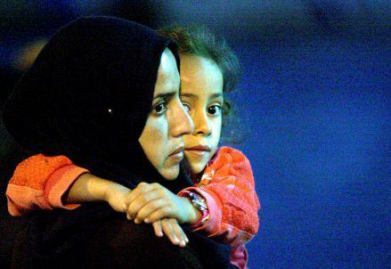 immigrazione_donna_bambinaR439