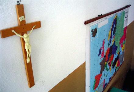 infophoto-scuola_ora_religione_crocifisso_R439