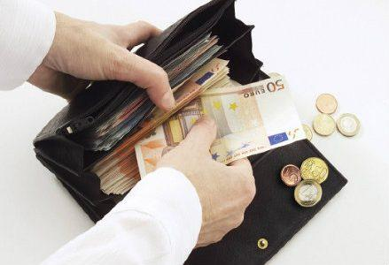 infophoto_euro_banconote_portafoglio_tasse_R439