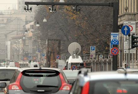 infophoto_milano_traffico_inquinamento_r439