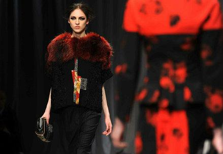 best loved 1ca80 76874 MILANO FASHION WEEK 2016 / Moda donna, Roberto Cavalli in ...