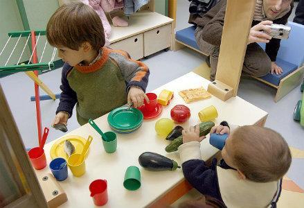 infophoto_scuola_materna_asilo_bambini_gioco_R439
