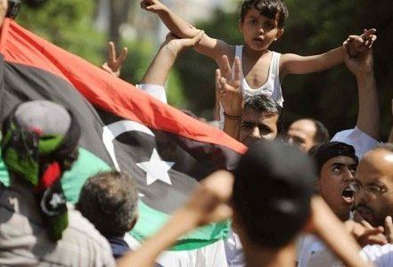 libia_rivoluzione_bambinoR400
