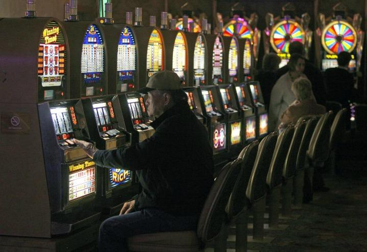 ludopatia_slot_machine_gioco_azzardo_lapresse_2017