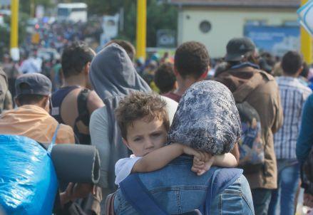 migranti_profughi_marciaR439