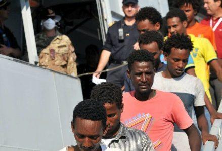 migranti_sbarco_italiaR439