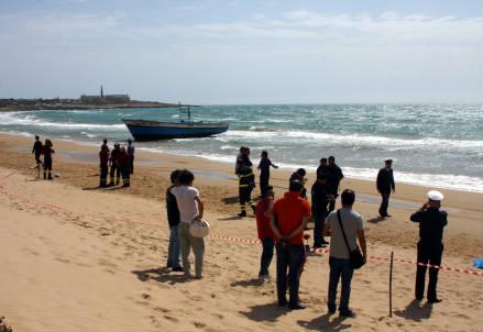 migranti_spiaggia_r439