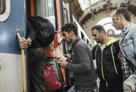 migranti_ungheria_treno1R439