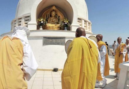 monaci-buddhisti-budidisti-buddha-buddhismo