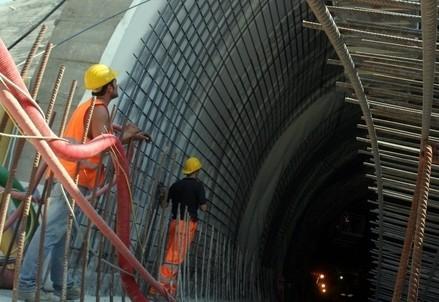 operai_lavoro_tunnelR439