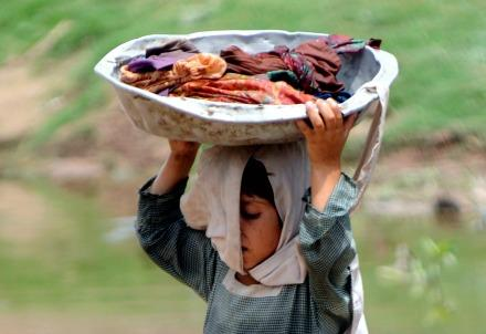 pakistan_lavoro_bambinaR439