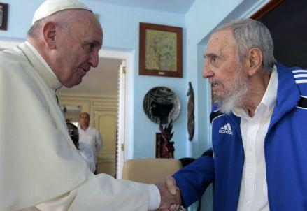papafrancesco_fidelcastro2015R439