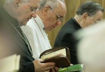 papafrancesco_preghiera_pretiR439