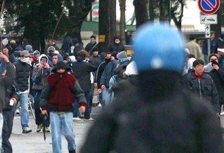 polizia_ultras_scontriR439