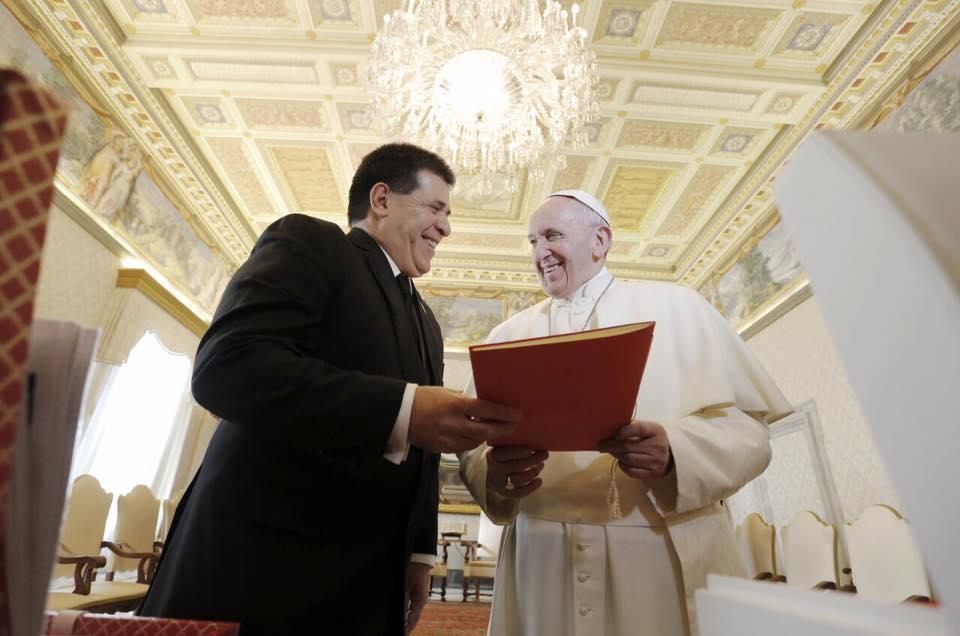 presidente_cartes_paraguay_facebook