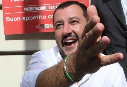 salvini_roma_manoR439