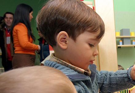 scuola_asilo_bambinoR439