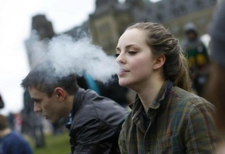 scuola_giovani_cannabis_fumoR439